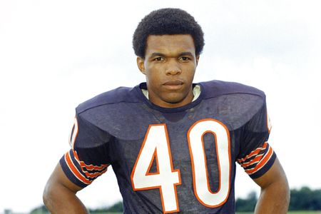 Hall of Fame running back Gale Sayers dies at age 77